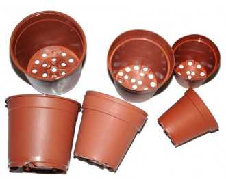 Brown plastic pots from 9 to 14 Cm